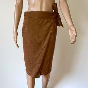 LOST MUSE | Suede look wrap skirt
